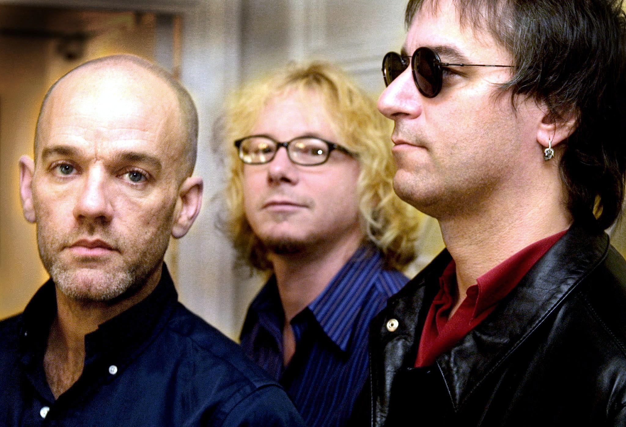 LONDON, UNITED KINGDOM:  Members of the American rock group R.E.M from L Michael Stipe, Mike Mills and Peter Buck poses for m