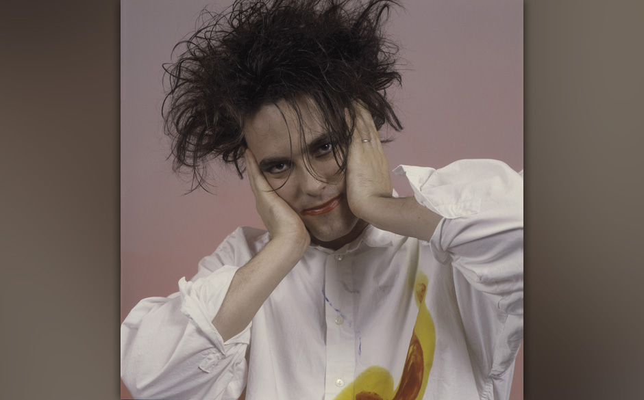 CHICAGO, IL  - July 28:  Singer Robert Smith of the Cure at the Rosemont Horizon on July 28, 1987 in Rosemont, Illinois  (Pho