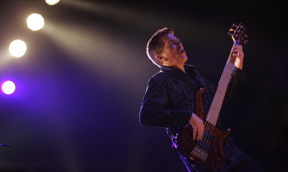 9-3-2006 Rotterdam, Ahoy Toto, 'Falling in Between Tour' Mike Porcaro, bass  Copyright Paul Bergen