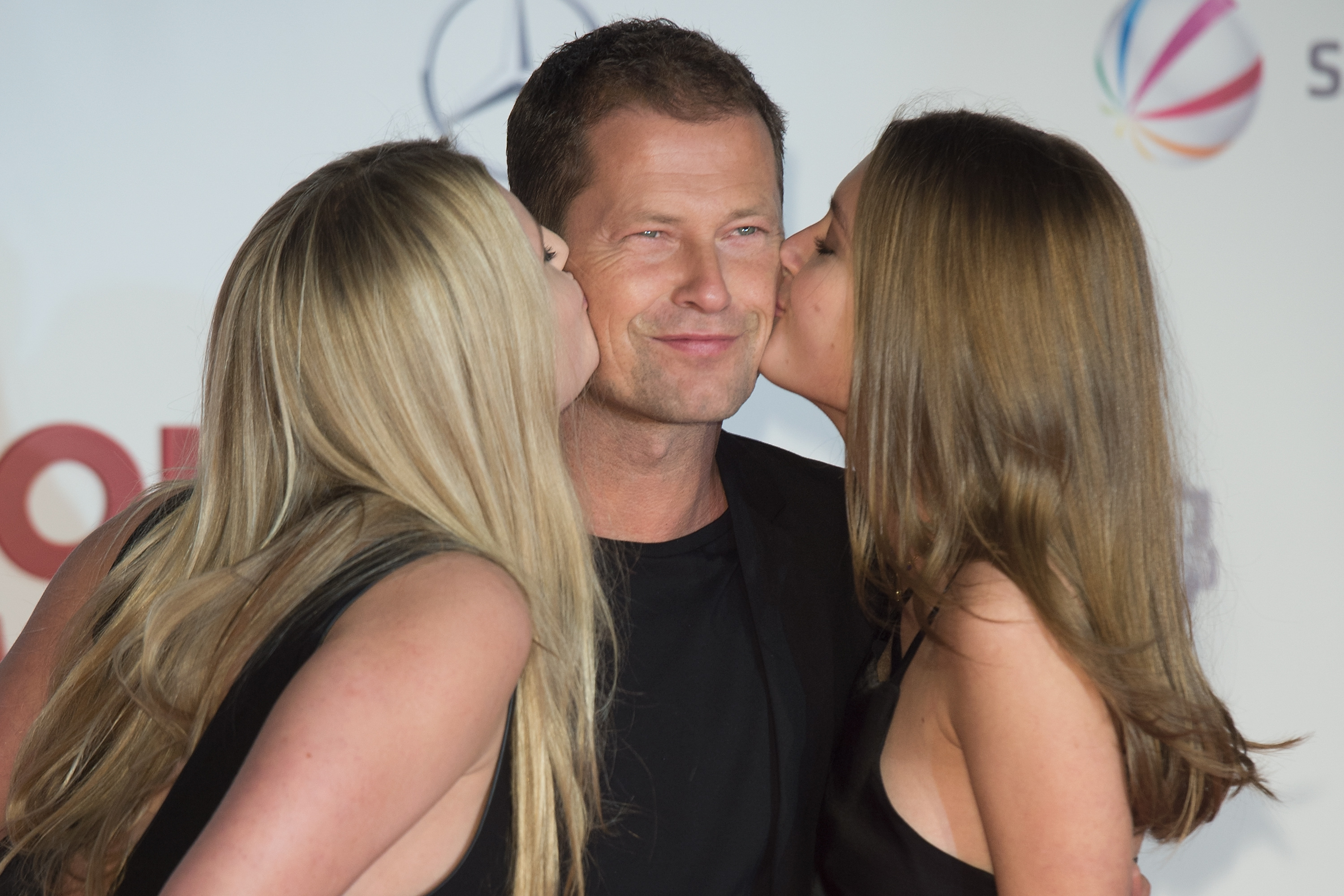 BERLIN, GERMANY - DECEMBER 15:  Til Schweiger and his daughters Luna (L) and Lilli attend the 'Honig im Kopf' Premiere at Cin
