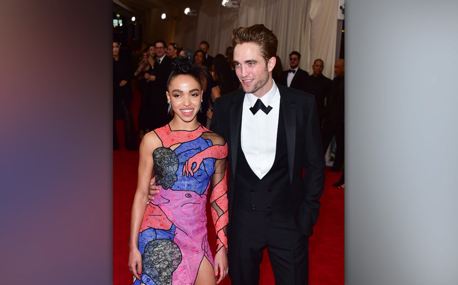 NEW YORK, NY - MAY 04:  Robert Pattinson and FKA twigs attend the 'China: Through The Looking Glass' Costume Institute Benefi
