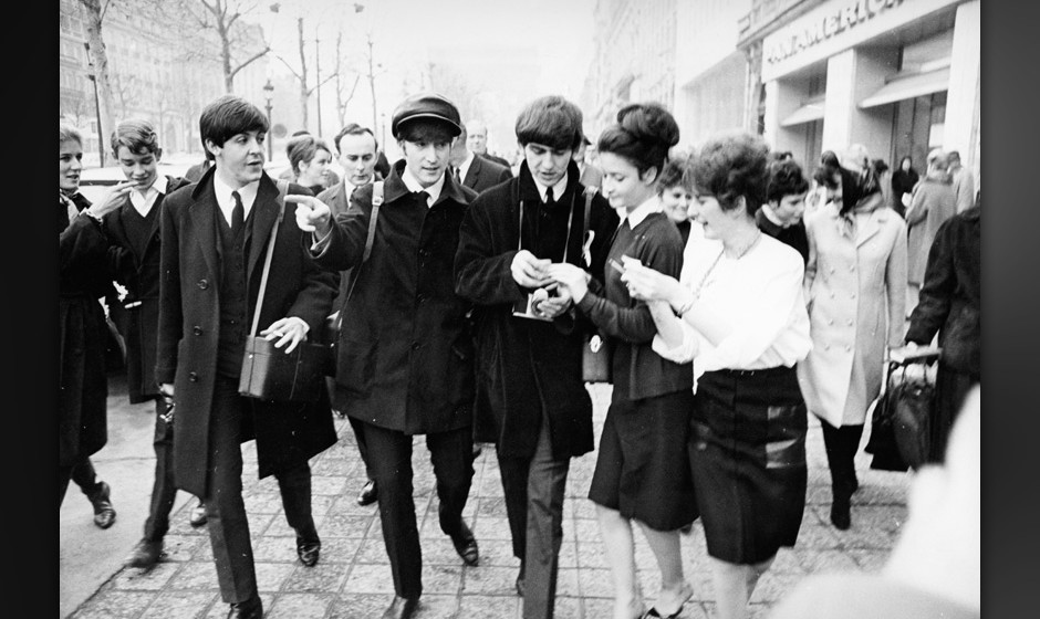 The Beatles: umzingelt von Fans.