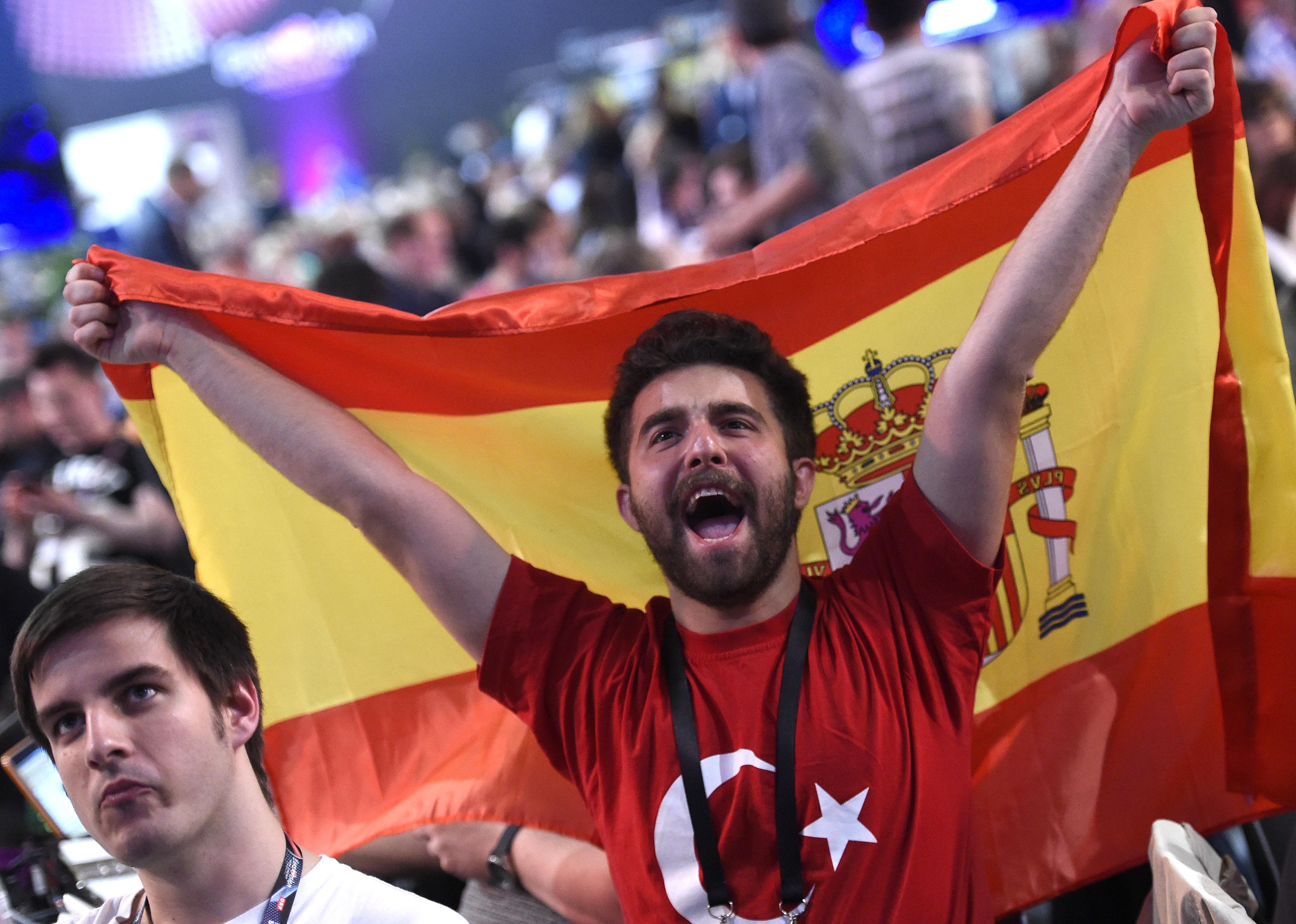 ABD0182_20150523 - WIEN - ÖSTERREICH: ESC-Fans am Samstag, 23. Mai 2015, anl. des Finales im Rahmen des 60. Eurovision Song