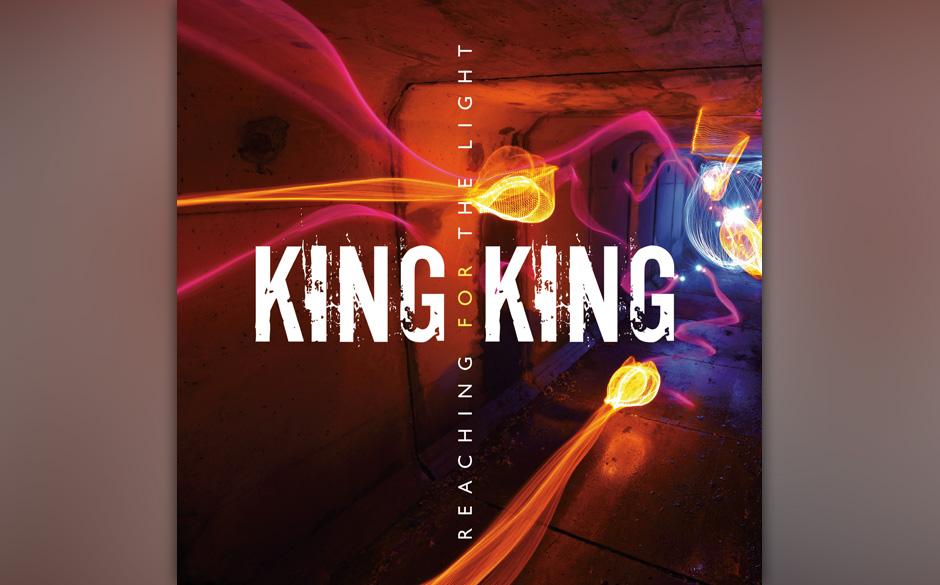 King King: 'Reaching For The Light'. Allzu routinierte Fingerübungen im guten alten Bluesrock.