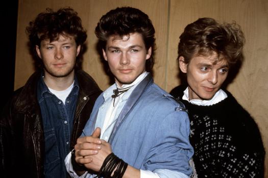 "Die Mitglieder des norwegischen Poptrios ""A-HA"" (""Take on me"") (l-r): Pal Waaktaar, Morten Harket und Magne ""Mags"" Furuholmen am 10.04.1986. Foto: PA +++(c) dpa - Report+++"