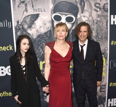 Frances Bean Cobain, Courtney Love und Regisseur Brett Morgen (Photo by Jason Merritt/Getty Images)
