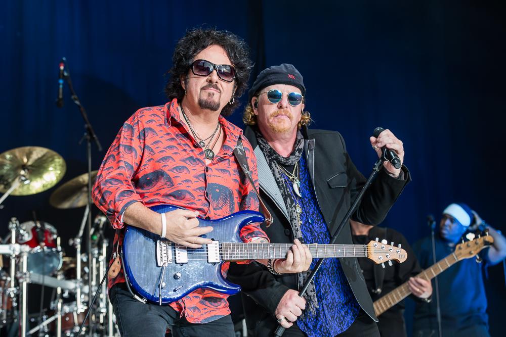 Steve Lukather (li.) und Joseph Williams (re.) von Toto