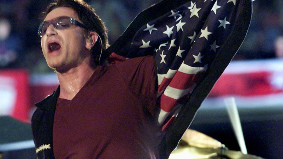 Bono zeigt Flagge (GettyImages)