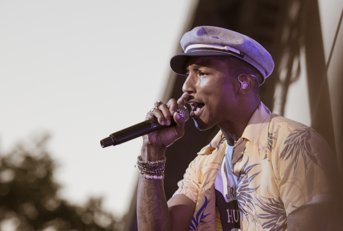 Pharrell Williams live beim Roskilde Festival 2015