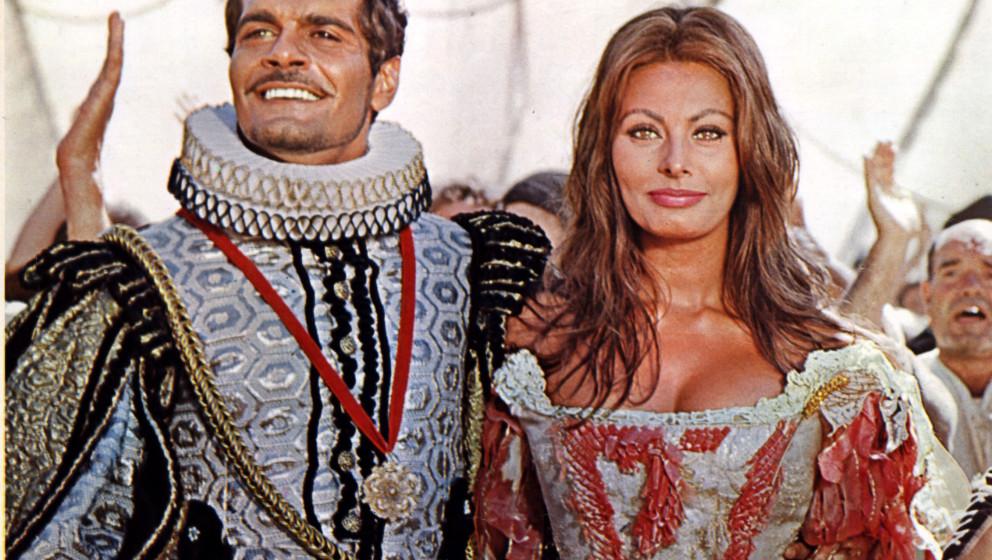 CINDERELLA ITALIAN STYLE   [IT / FRANCE 1967]   SOPHIA LOREN, OMAR SHARIF     Date: 1967 (Mary Evans Picture Library) Keine W