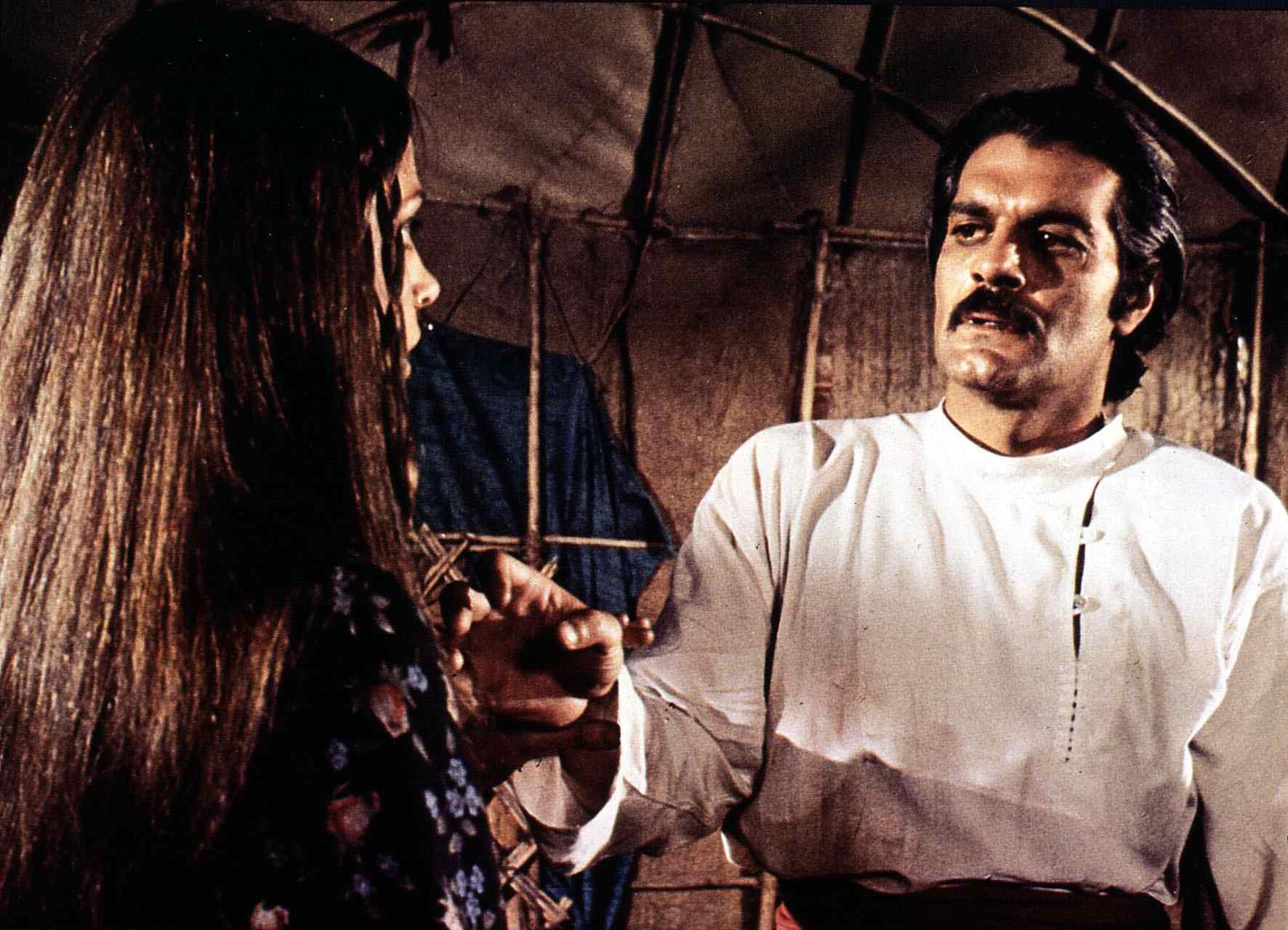 Horsemen, The  (1971) Leigh Taylor-Young, Omar Sharif   Als Uraz (Omar Sharif) schwer verletzt wird, begleitet ihn Zereh (Lei