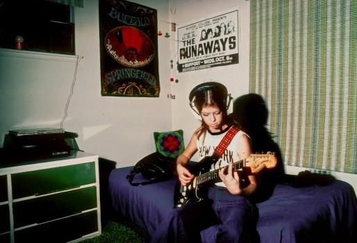 Bassistin Jackie Fox in ihrer Wohnung in Kalifornien (1976)