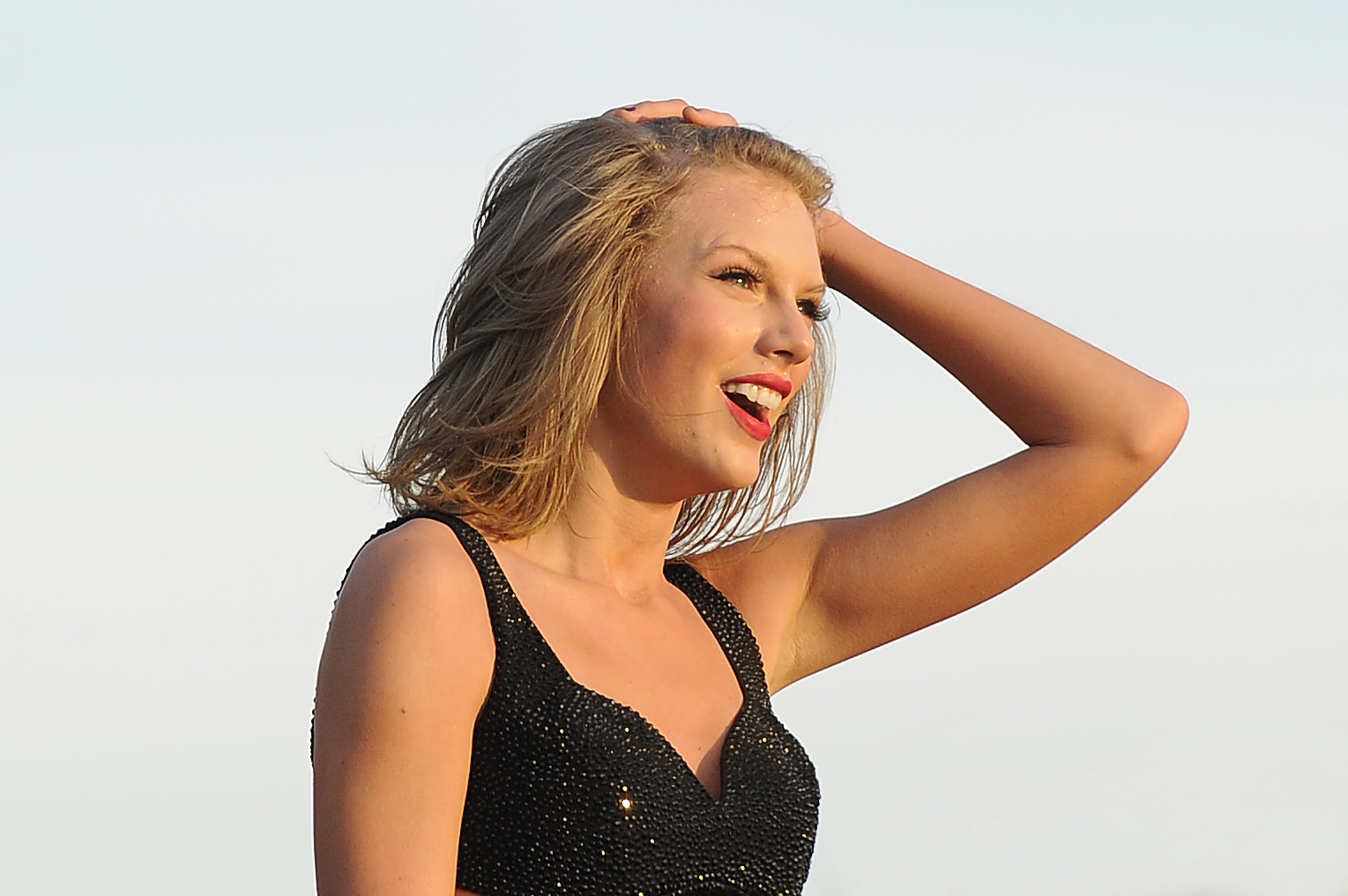 LONDON, ENGLAND - JUNE 27: Taylor Swift performing at Barclaycard British Summer Time, Hyde Park on June 27, 2015 in London,