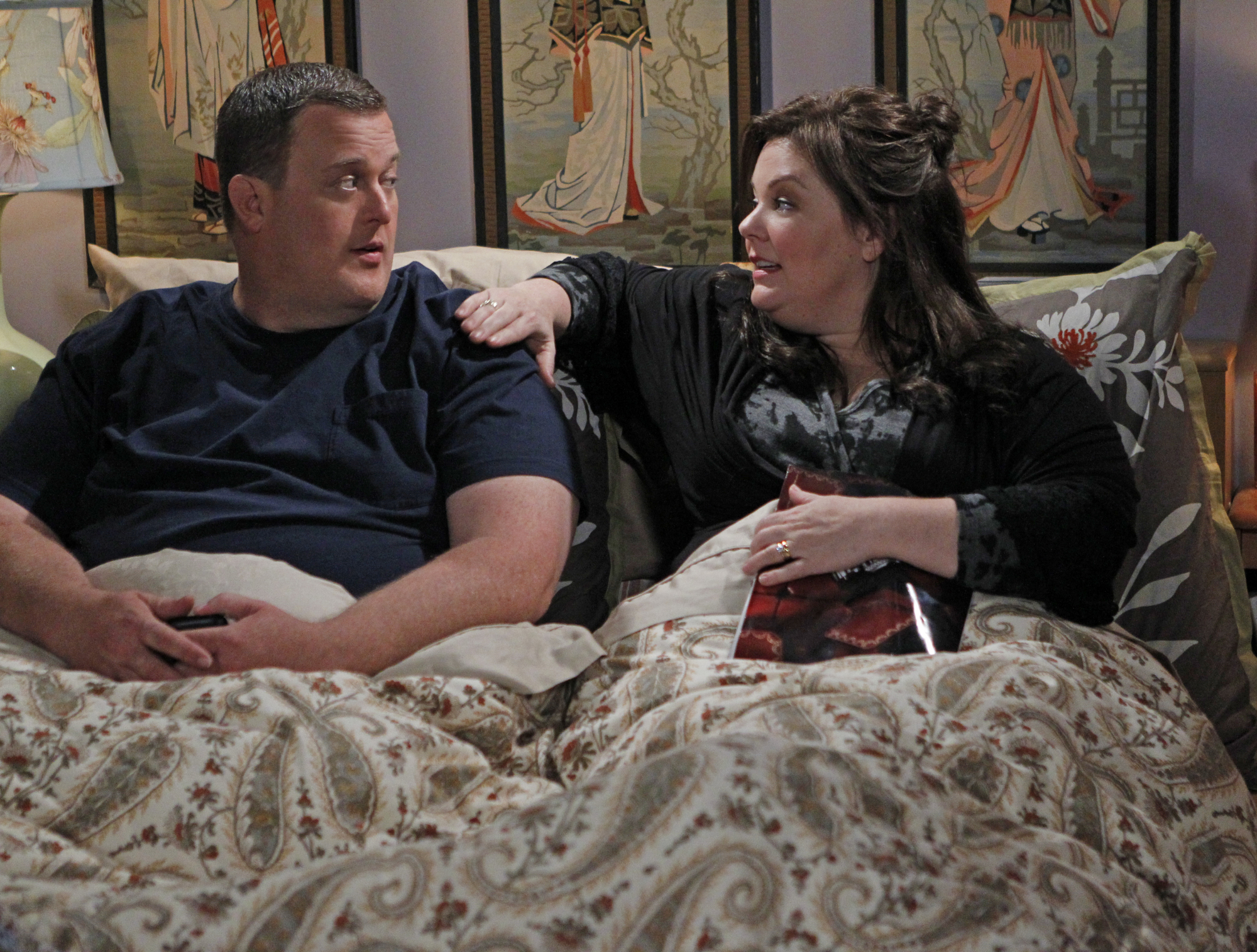 Image #: 19443535    'Mike Likes Cake' -- Mike (Billy Gardell, left) Molly (Melissa McCarthy, right) have a private chat in b