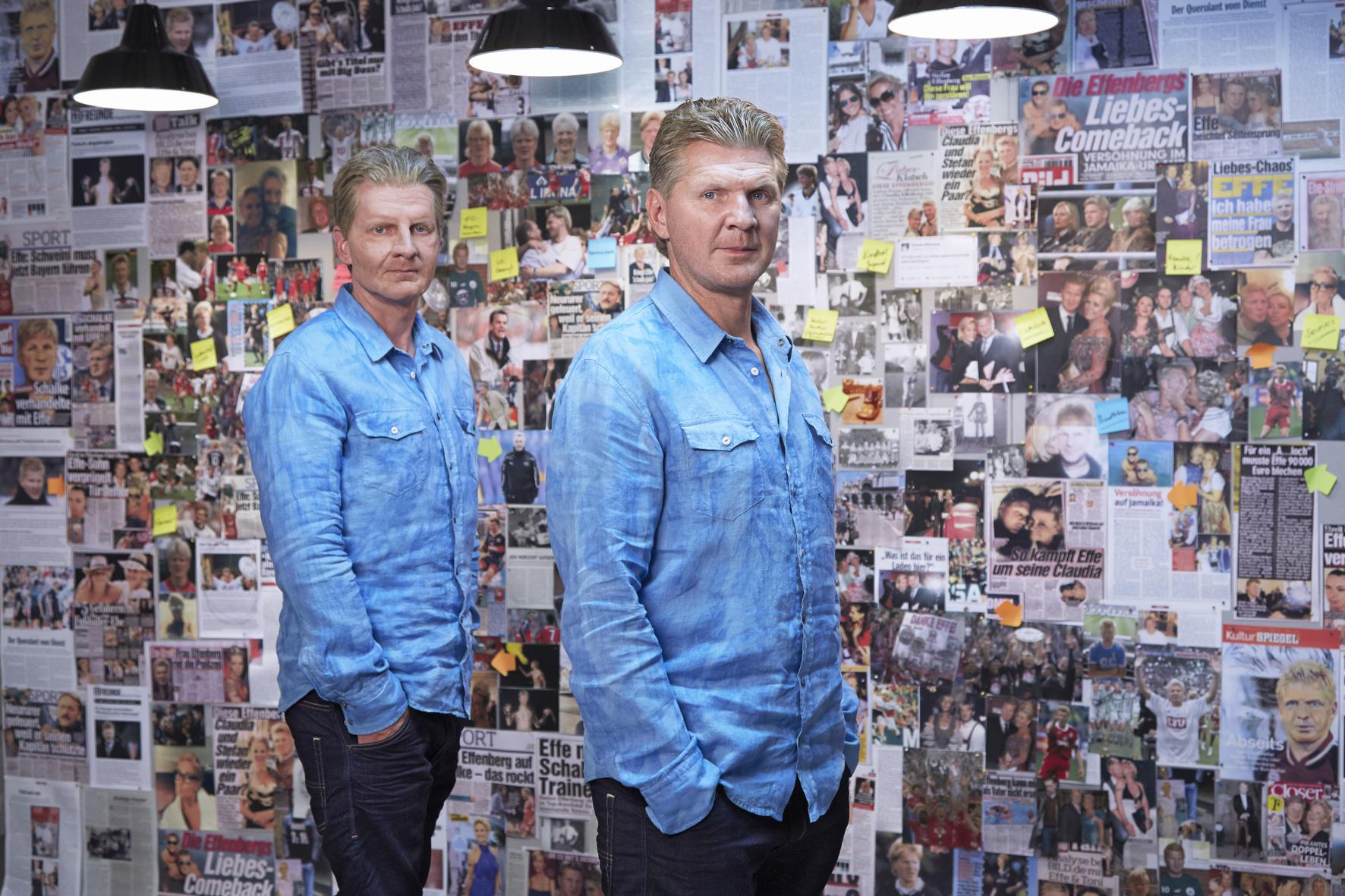 Michael Kessler als Stefan Effenberg und Stefan Effenberg vor der Fotowand.