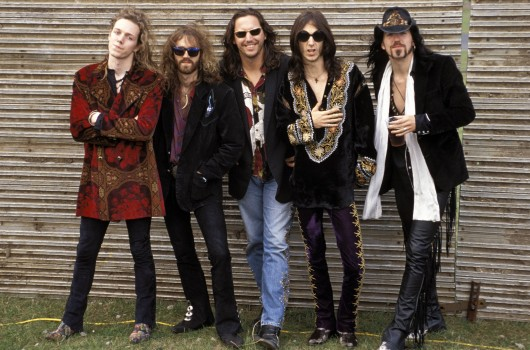 UNITED KINGDOM - JANUARY 01:  Photo of Chris ROBINSON and BLACK CROWES and Rich ROBINSON and Steve GORMAN; L-R. Rich Robinson, Jeff Cease (?), Steve Gorman, Chris Robinson, Johnny Colt (?)  (Photo by Mick Hutson/Redferns)
