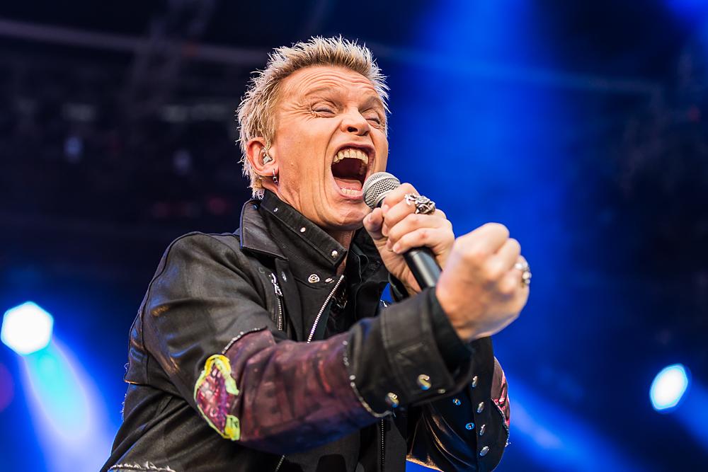 Obwohl er als Headliner beim Sommernachtstraum in München eine solide Leistung ablieferte, wirkten er...