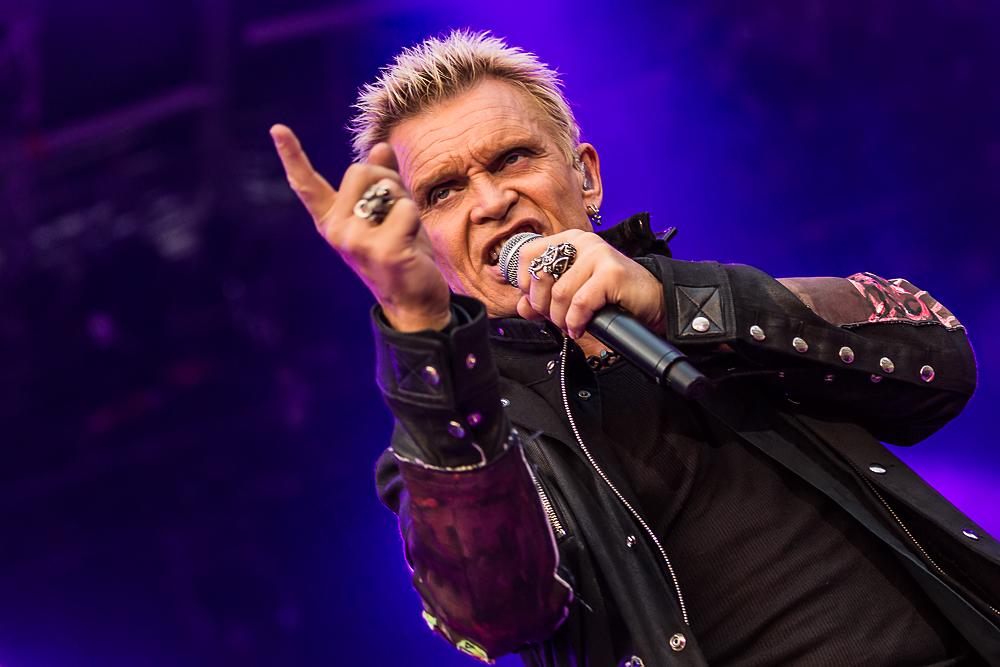 Zum Abschluss seiner Europa-Tournee war Billy Idol im Münchener Olympiastadion zu Gast - hier gibt's die besten Bilder zu se