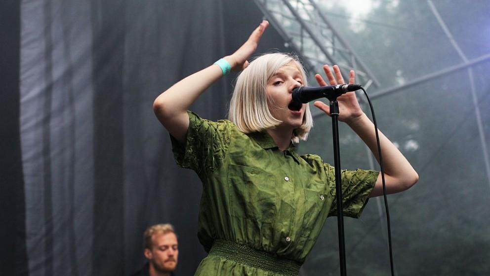 Aurora live beim Appletree Garden Festival