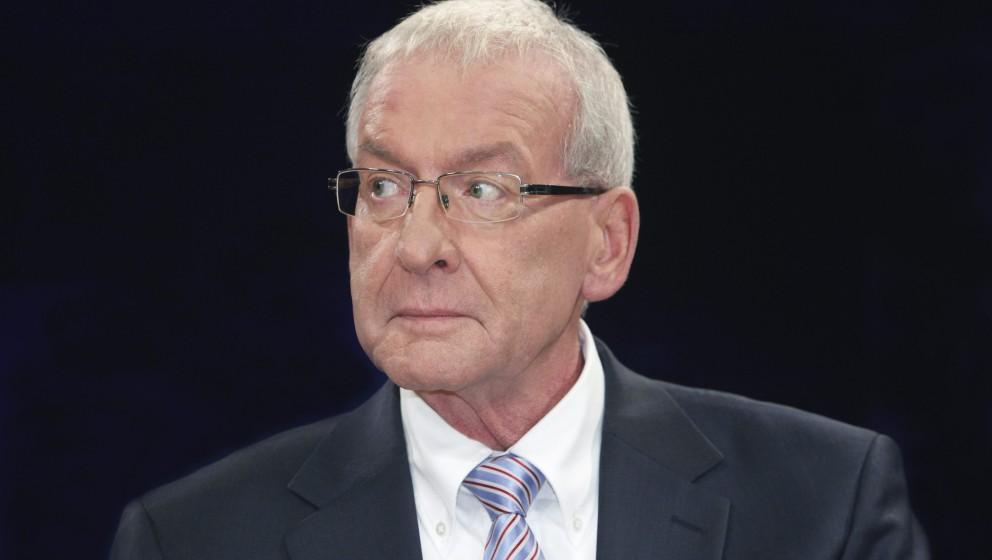 Peter Zwegat (seit 1987 Schuldnerberater ('Raus aus den Schulden')) in der Talk-Show 'maybrit illner' am 15.11.2012 in Berlin