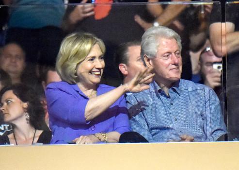 Die Clintons auf der Tribüne beim Konzert von U2 im Madison Square Garden (31. Juli 2015). Foto: Kevin Mazur/WireImage