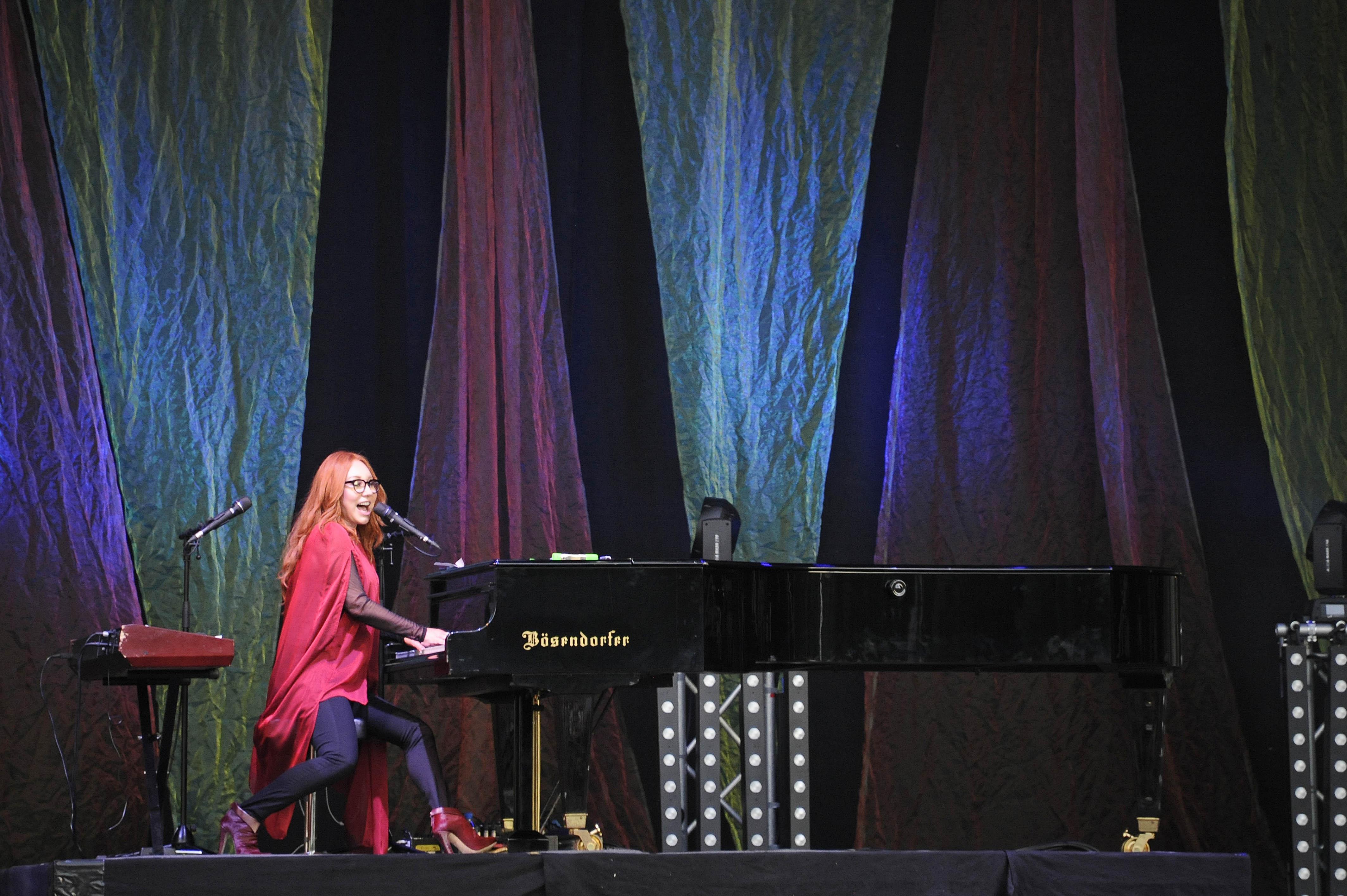 Tori Amos, buergerlich Myra Ellen Amos - die amerikanische Pianistin, Saengerin und Songschreiberin live beim A Summer´s T