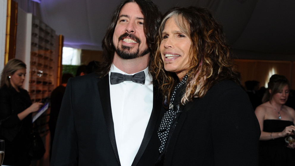 BEVERLY HILLS, CA - FEBRUARY 26:  (L-R) Musicians Dave Grohl of Foo Fighters and Steven Tyler attend CIROC Vodka at 20th Annu
