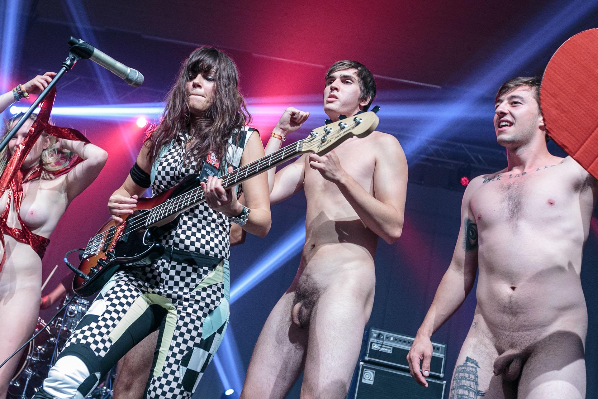 Nude chicks music clips — img 9