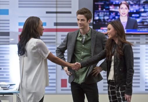 Barry (Grant Gustin) zwischen seiner alten Liebe Iris (Candice Patton, l.)  un der neuen, Linda (Malese Jow, r.)
