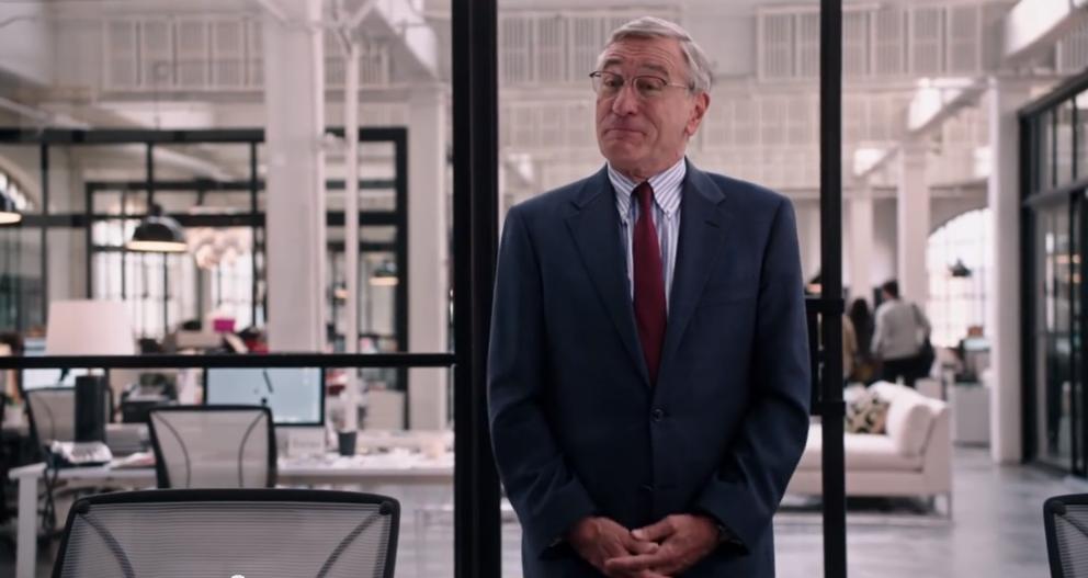 """Ben Whittaker ist in """"Man lernt nie aus"""" ein 70-Jähriger Praktikant."""