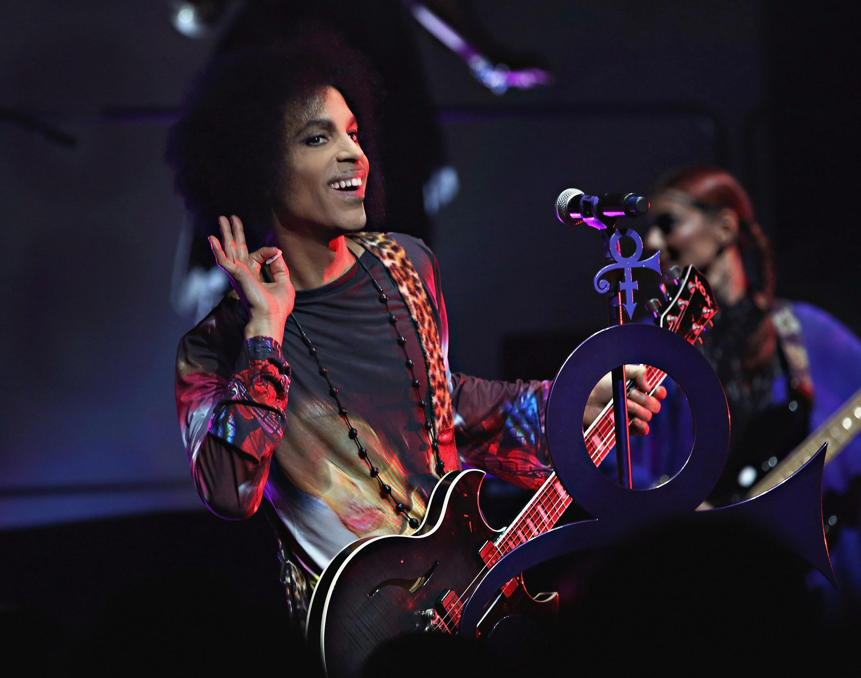 """Prince mit 3RDEYEGIRL live in Toronto auf der """"HITNRUN""""-Tour 2015."""