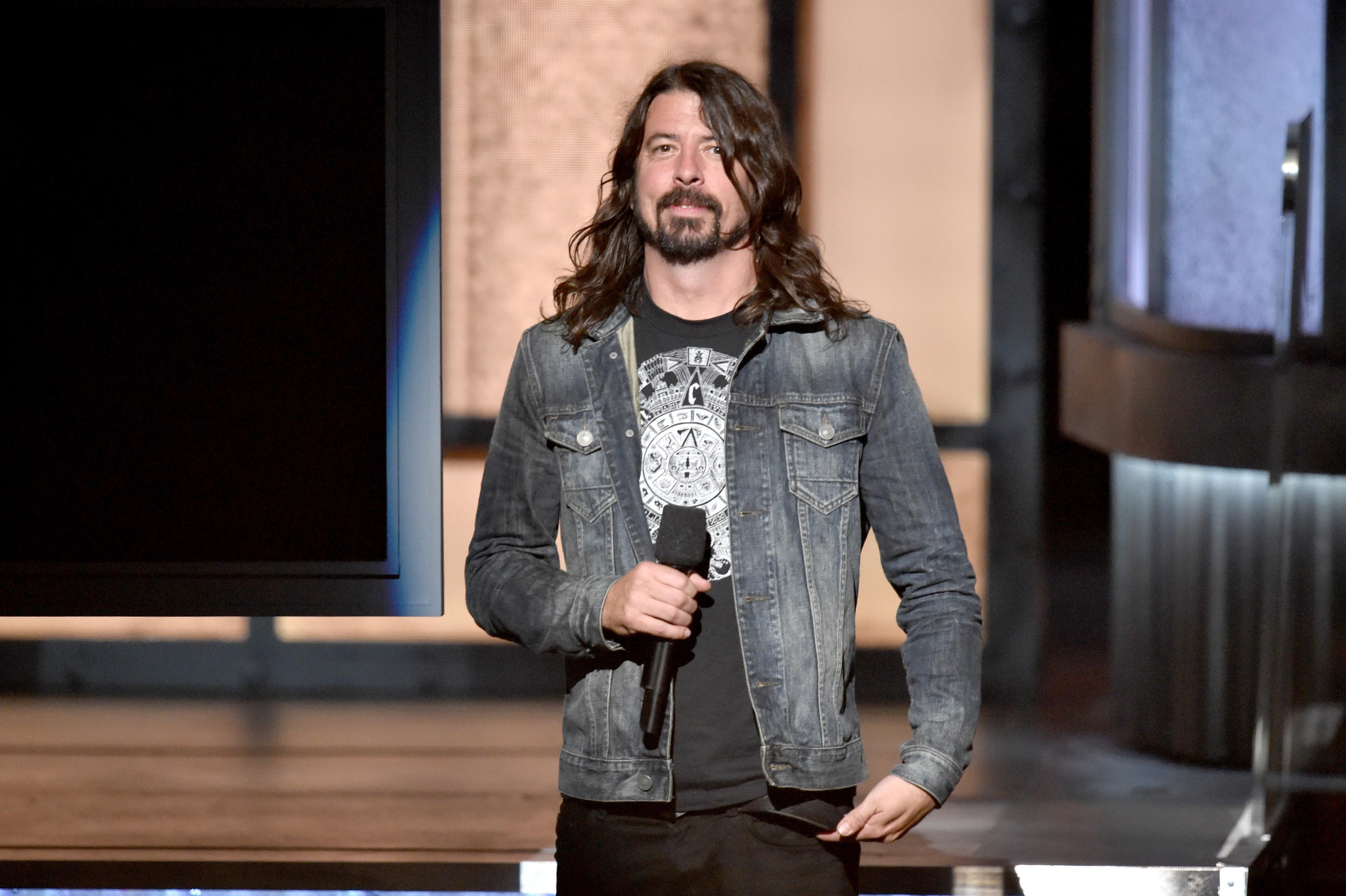Zu dieser Verleihung ist er dann doch gegangen: Dave Grohl bei den 57. Grammy-Awards in Los Angeles.