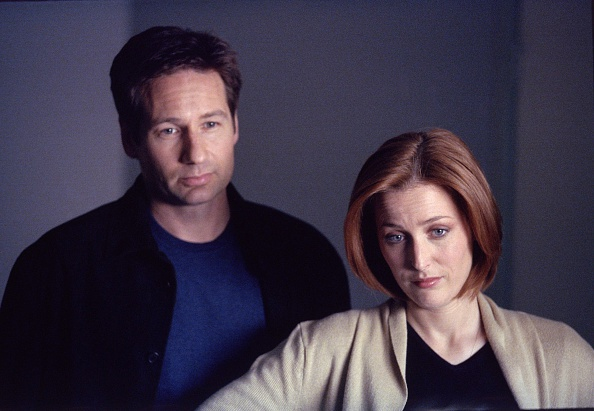 THE X-FILES - SEASON 8:  Agents Mulder (David Duchovny, L) and Scully (Gillian Anderson, R) in the 'Alone' episode of THE X-F