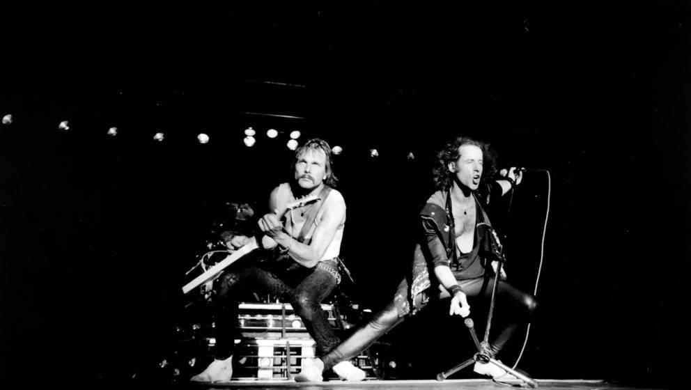 2015 feiern die Scorpions ihr 50. Bühnen-Jubiläum – mit einem exklusiven Club-Konzert und Deluxe-Box-Sets.