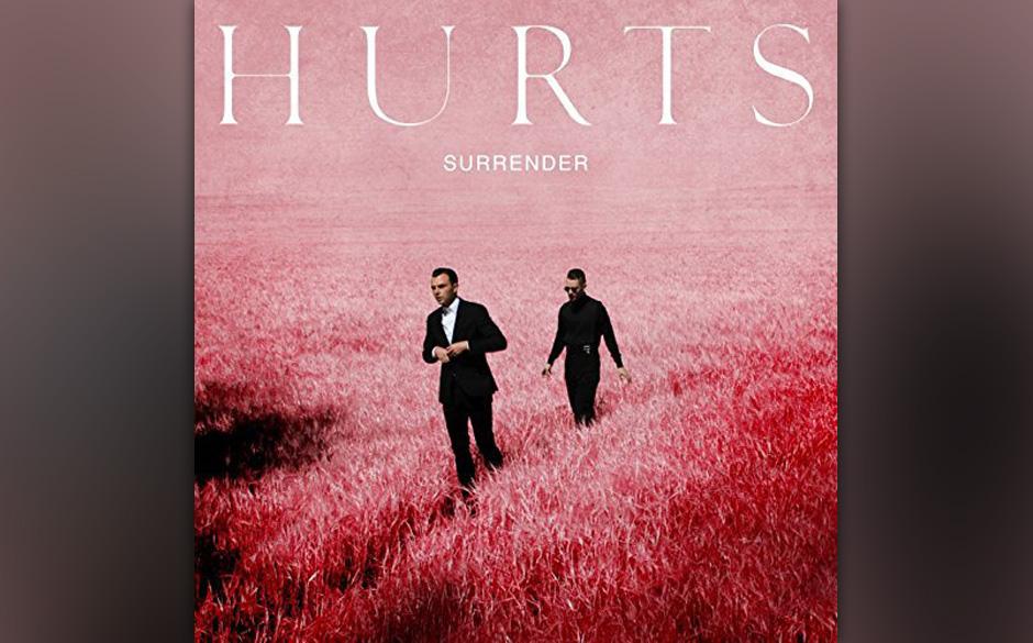 """Eher VIP-Flimmern als guter Elektropop? Das dritte Album """"Surrender"""" von Hurts zeigt vielen Errungenschaften aus den vorherigen zwei Platten wirklich die weiße Fahne."""