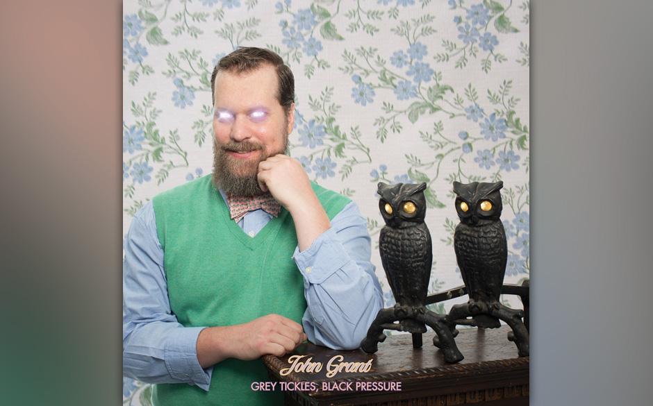"""John Grant dreht sich gerne um sich selbst – aber schafft es auch mit """"Grey Tickles, Black Pressure"""" wieder, dieses Konzentrische wirklich gut klingen zu lassen."""