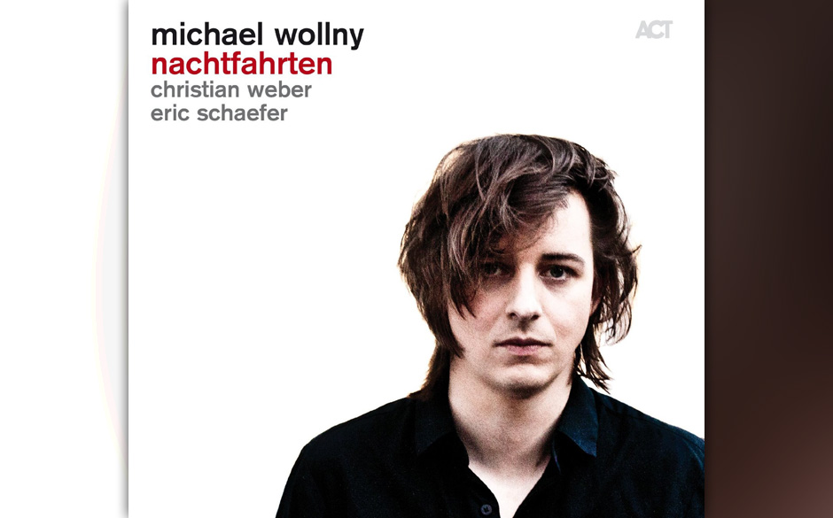 """Einer der erfolgreichen und jungen deutschen Jazz-Pianisten: Michael Wollny spielt auf """"Nachtfahrten"""" zwischen klassischer Moderne, Jazz und Pop von Kraftwerk bis zu Pink."""