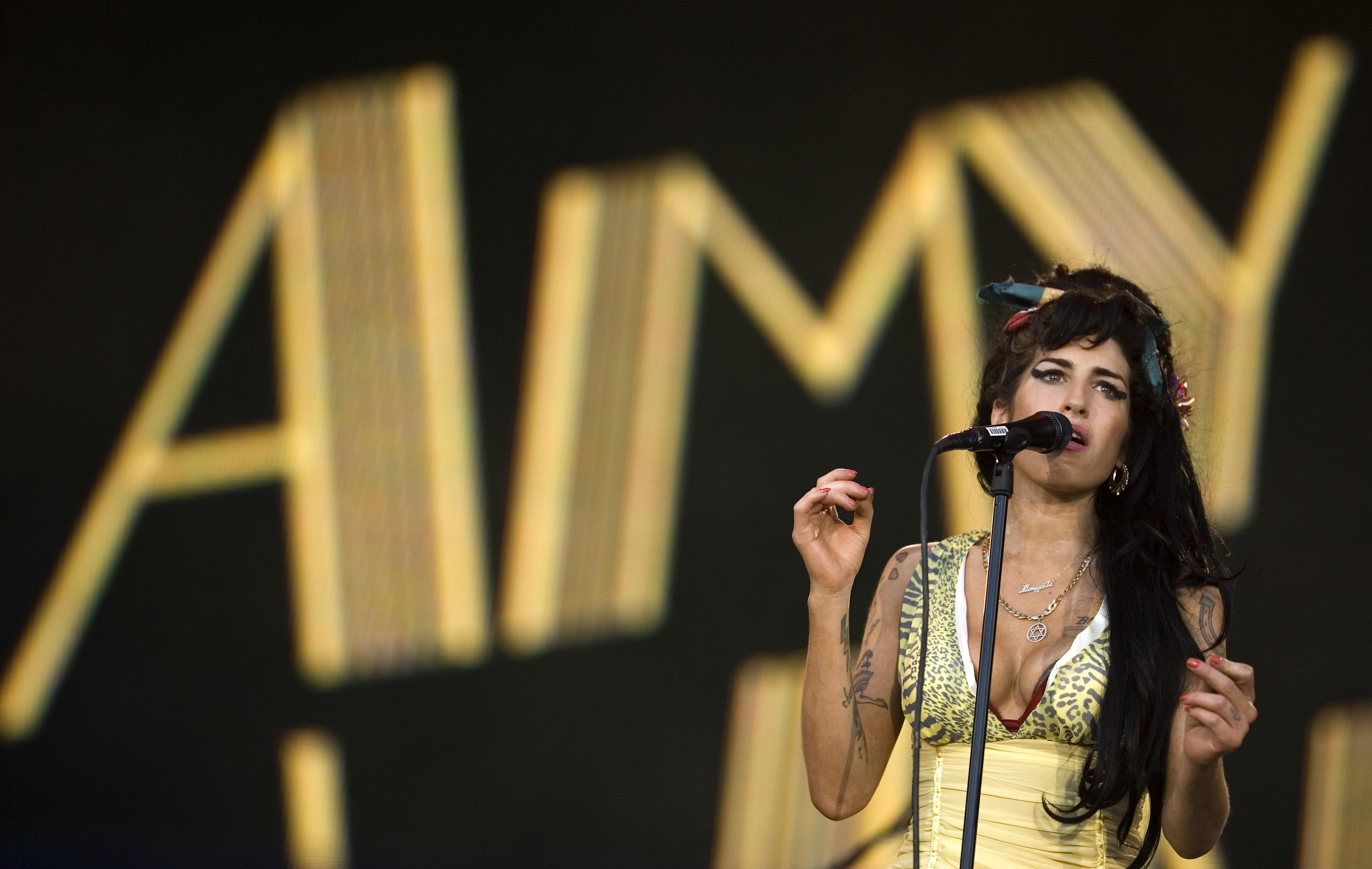 """Amy Winehouse im Jahr 2008 – über den tragischen Tod der Jazz-und-Soul-Sängerin wurde im Juli 2015 die Doku """"Amy"""" veröffentlicht, zu der es Ende Oktober 2015 einen Soundtrack geben wird."""
