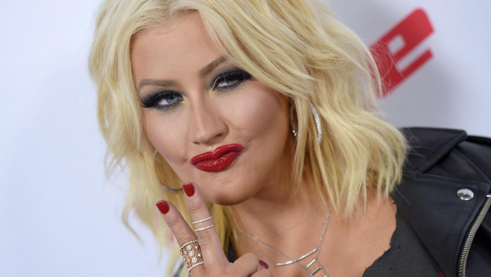 """...Den ersten großen Erfolg feierte Aguilera mit dem Song """"Reflection"""", den sie für den Disney-Film """"Mulan"""" sang – und mit dem sie sofort eine Grammy-Nominierung einheimsen konnte."""