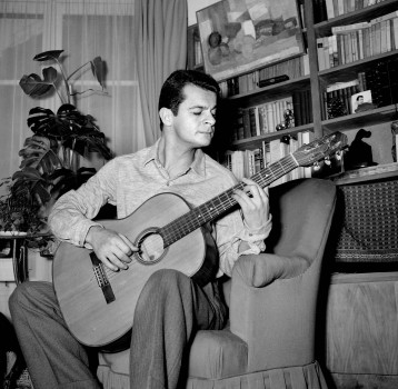 UNSPECIFIED - CIRCA 1955: Serge Reggiani, composer-songwriter, French actor and singer of Italian origin. (Photo by Gaston Paris/Roger Viollet/Getty Images)