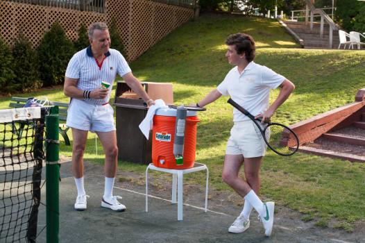 Großes Tennis: Clubpräsident Getty (Paul Reiser) und David (Craig Roberts)