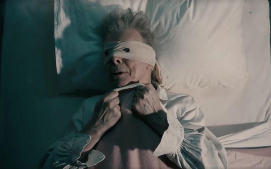 """74. 'Lazarus'.  Und plötzlich sah man alles mit anderen Augen: Während der Kurzfilm zur ersten Single """"Blackstar"""" noch"""