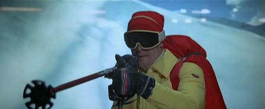 """In """"Der Spion, der mich liebte"""" von 1977 wird James Bond von Bösewichten auf Skiern gejagt – und kann sie mit seinen Skistöcken erledigen, in denen eine Waffe eingebaut ist."""