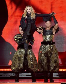 Madonna wird immer noch auf Händen getragen