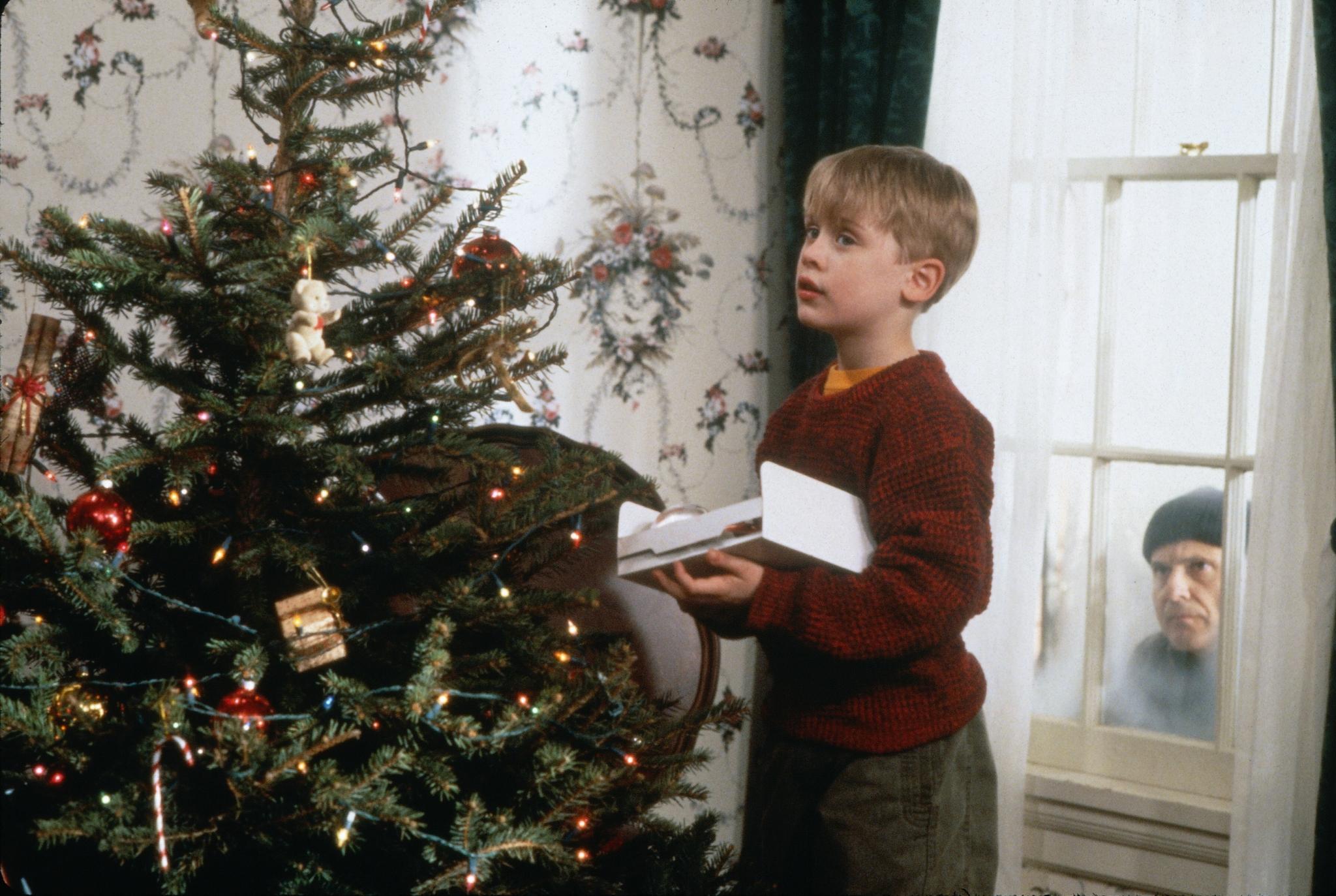 Kevin (Macauley Culkin) hat keine Angst - auch nicht vor Einbrechern