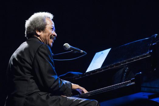 Allen Toussaint am Klavier