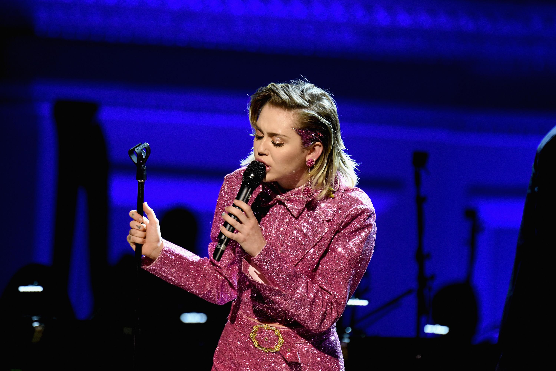 Miley Cyrus live zum Welt-AIDS-Tag in der Carnegie Hall am 01. Dezember 2015