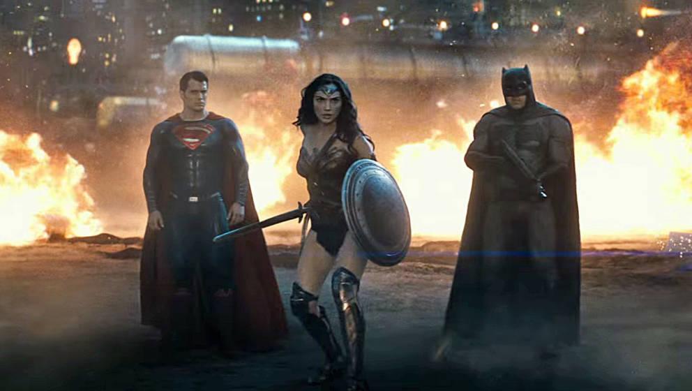 Superman, Wonder Woman und Batman ziehen gemeinsam in die Schlacht.