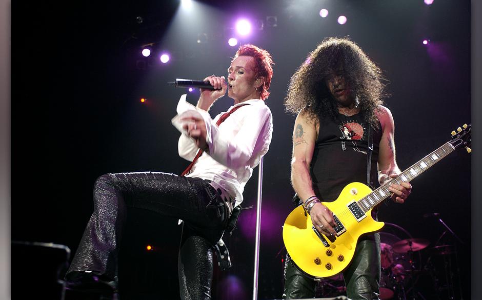 Scott Weiland zusammen mit Slash auf einem Velvet-Revolver-Konzert 2005 in Melbourne.