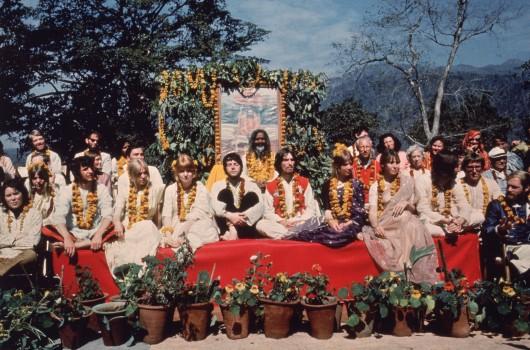 The Beatles und ihre Frauen in Rishikesh, Indien, 1968